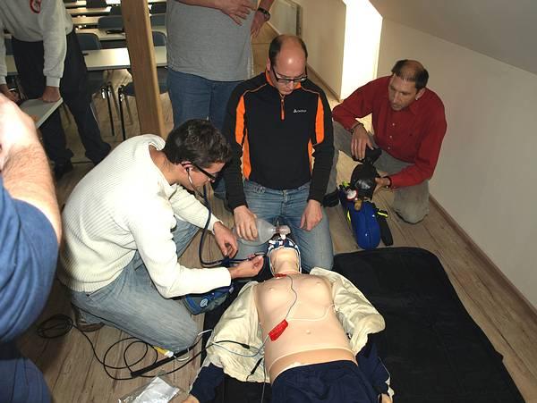 Ausbildung an der Übungspuppe